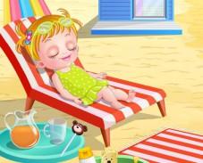 Малышка Хейзел на пляже