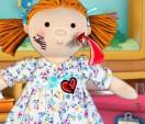 Доктор Плюшева лечит куклу