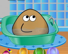 Поу принимает ванну