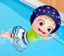 Хейзел в бассейне