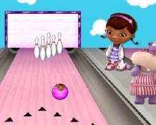 Игра Доктор Плюшева: боулинг онлайн