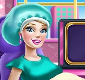 Игра Беременная Барби на Обследовании онлайн