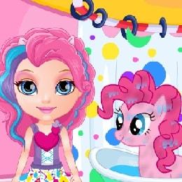 Игра Малышка Барби: Уход за Пони онлайн